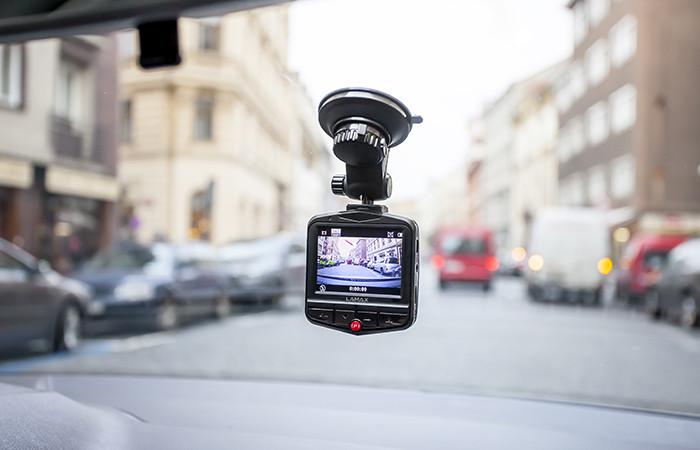 09-lamax-drive-c7-8594175350319-car-view-highres